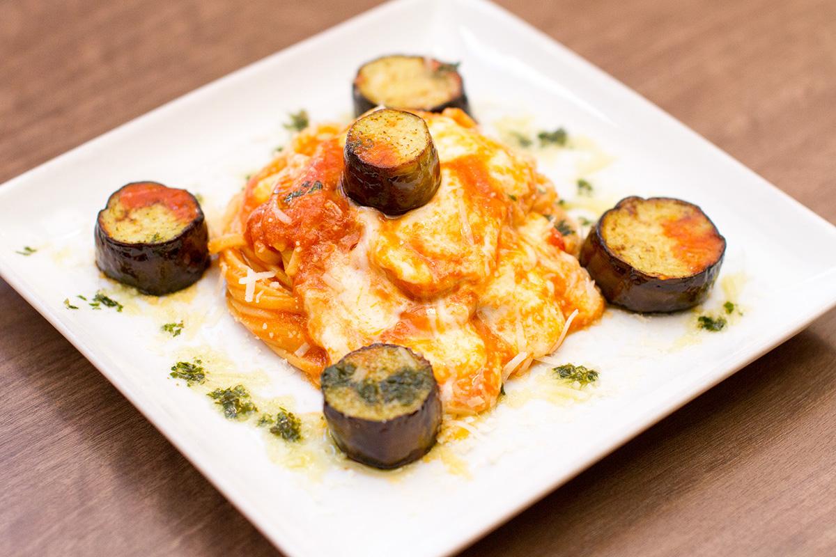 なすとイタリア産モッツァレラチーズのトマトソース