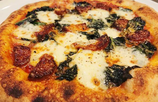 イベリコ豚サラミ・カーボロ・ネロ(黒キャベツ)モッツァレラチーズのガーリックトマトソース ¥1750